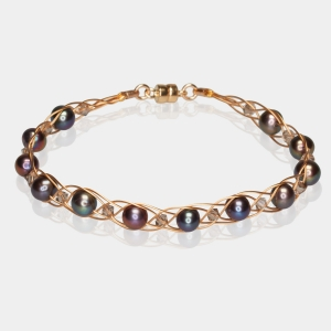 Gold Bracelet With Black Pearls & Swarovski Crystals Gold-plated stainless steel