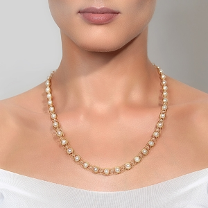 Gold Necklace With White Pearls & Swarovski Crystals Gold-plated stainless steel